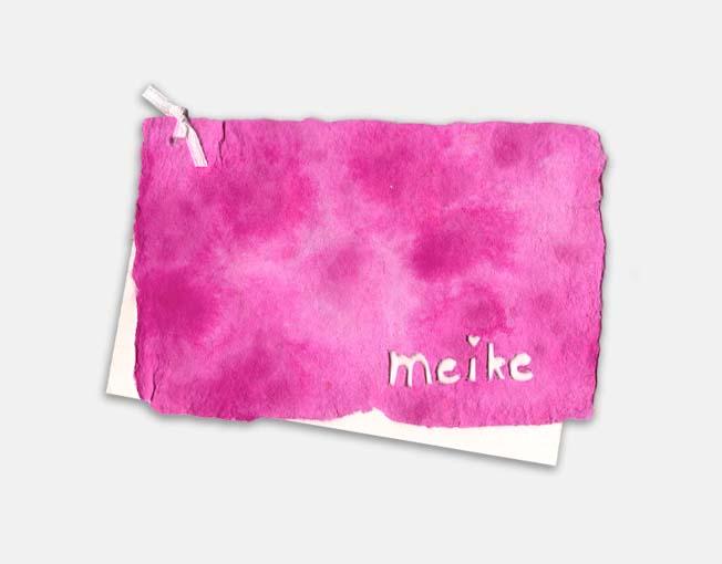 Kaart van handgeschept papier met uitgesneden naam, ook leuk als geboortekaartje - op bestelling via contact / bestellen